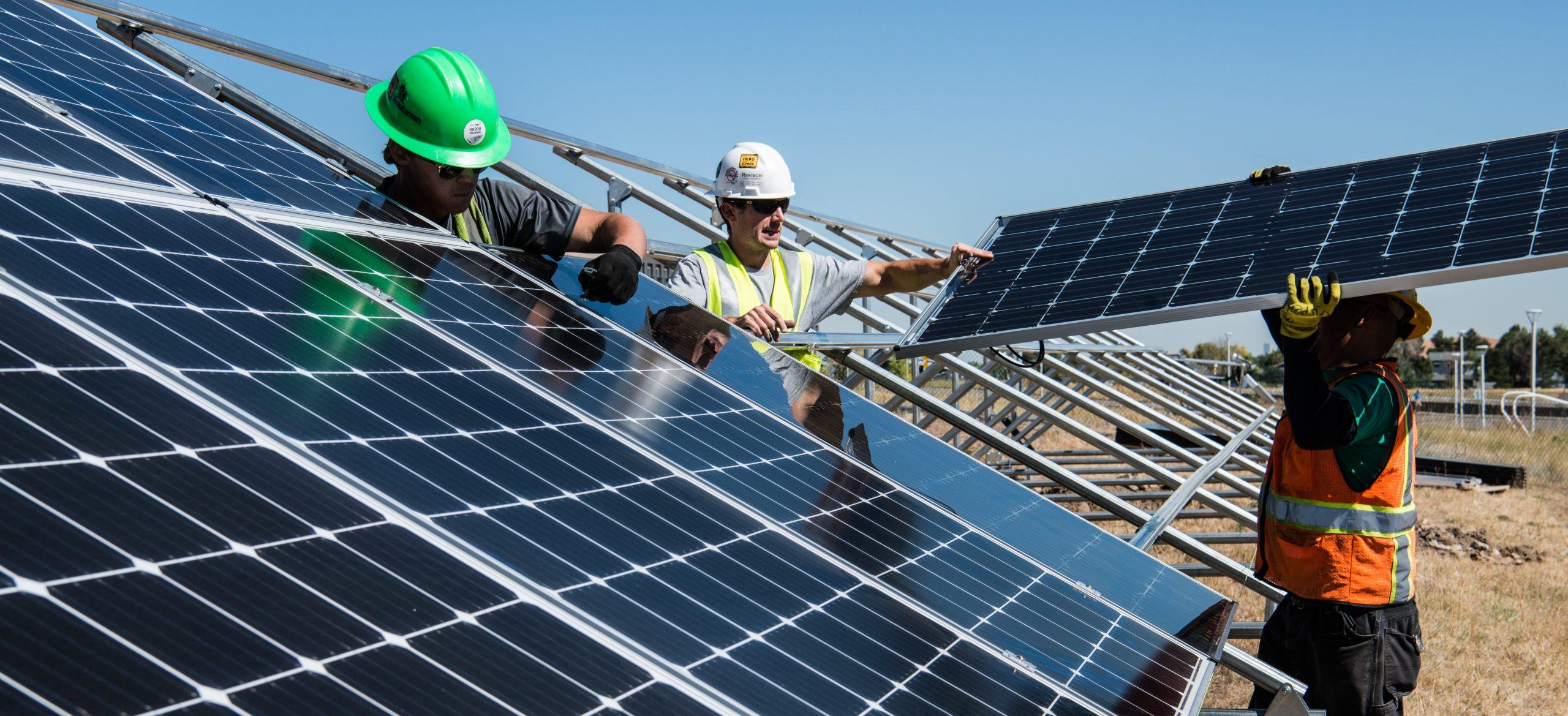 CFE y paneles solares
