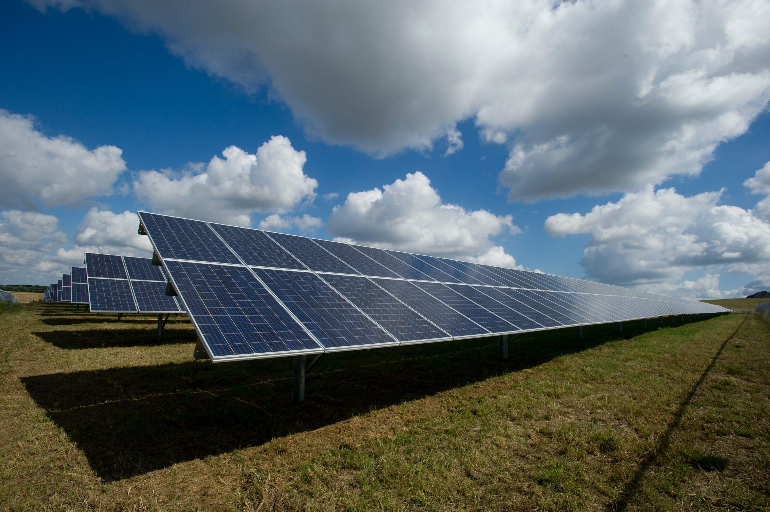 ¿Cuánto se ahorra con paneles solares?