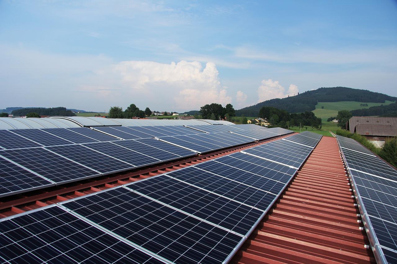 Qué tipo de panel solar es más eficiente