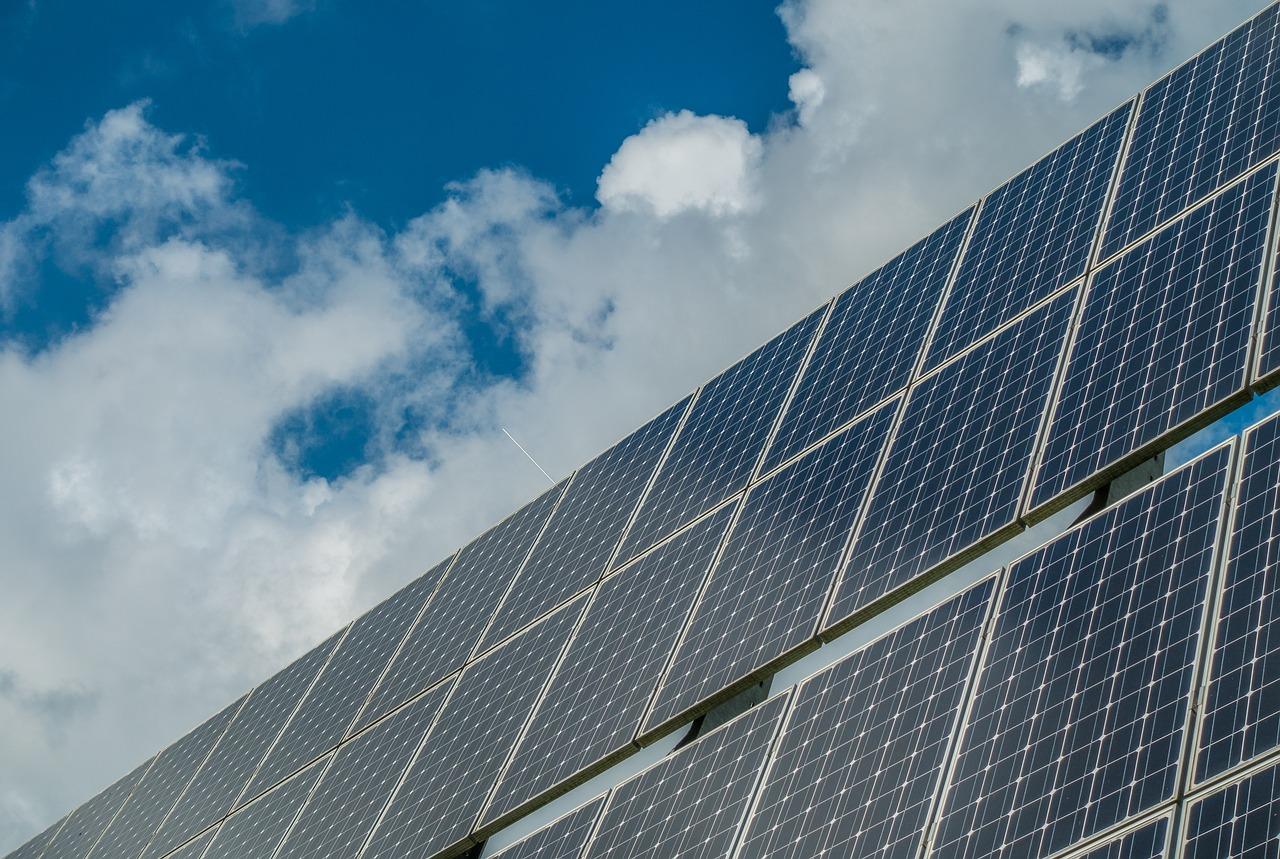 Beneficios de los paneles solares para negocio