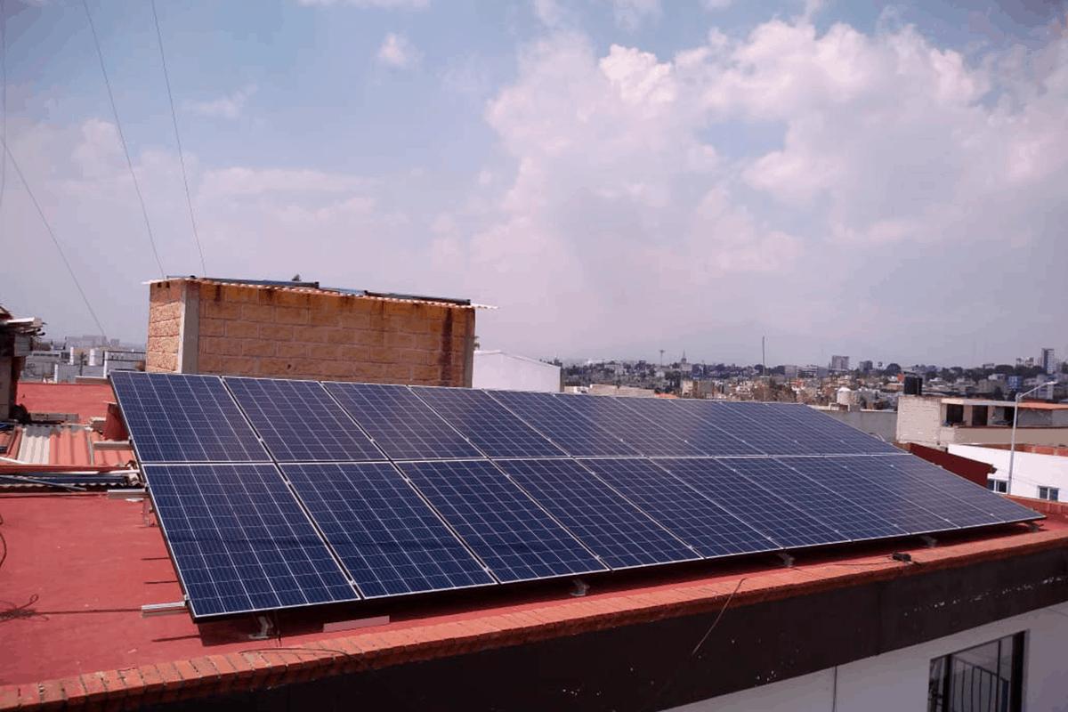 Cómo funcionan los paneles solares industriales